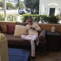 Снимок сделан в Crescent Hotel Beverly Hills пользователем Iris .. 6/9/2012