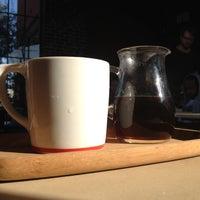Foto tirada no(a) Intelligentsia Coffee & Tea por Nathan H. em 9/12/2012
