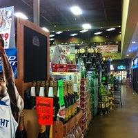 Photo prise au Argonaut Wine & Liquor par Brandon B. le3/8/2012