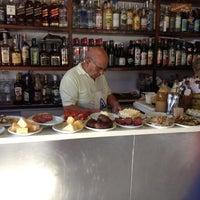 Foto tirada no(a) Bar do Luiz Fernandes por Carlos F. em 3/25/2012
