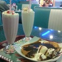 5/2/2012 tarihinde Beatriz S.ziyaretçi tarafından Yesterday American Diner'de çekilen fotoğraf
