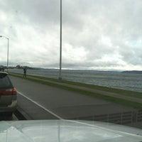 Foto scattata a Alki Beach Path da Joseph F. il 2/18/2012