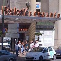 Foto tomada en Real Café Bernabéu por Iyya R. el 8/30/2012