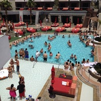 Foto tirada no(a) Palms Pool & Dayclub por Laura S. em 6/2/2012