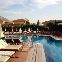 Foto scattata a Liberty Hotels da Sinan E. il 6/24/2012