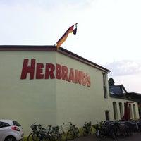 Das Foto wurde bei Herbrand's von Marat am 6/28/2012 aufgenommen