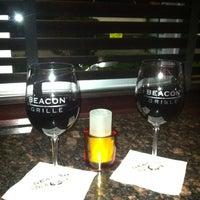 Foto scattata a Beacon Grille da Stephanie C. il 9/2/2012
