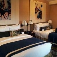 รูปภาพถ่ายที่ Hotel Lincoln โดย Tim W. เมื่อ 5/6/2012