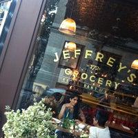 รูปภาพถ่ายที่ Jeffrey's Grocery โดย Colin T. เมื่อ 6/23/2012
