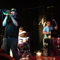 Photo prise au The Artists' Quarter Jazz Club par Jesse H. le8/16/2012