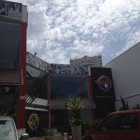 Foto tirada no(a) Wow Burger por Beatriz S. em 2/20/2012