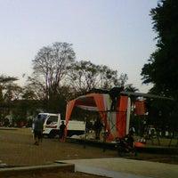 Photo prise au Lapangan Gasibu par nenden h. le8/26/2012
