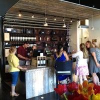 Foto tirada no(a) Girard Winery Tasting Room por Robert S. em 6/30/2012