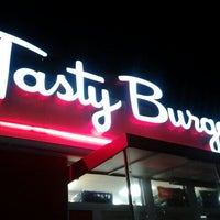 Photo prise au Tasty Burger par Laura Lee le8/20/2012