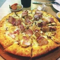 Foto tirada no(a) Mr Pizza por linh x. em 6/23/2012