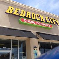 Foto tomada en Bedrock City Comic Company por Brian Z. el 4/26/2012