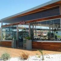 รูปภาพถ่ายที่ Shaka Restaurant Bar & Cafe โดย Barry D. เมื่อ 6/3/2012