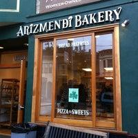 3/11/2012 tarihinde Carol H.ziyaretçi tarafından Arizmendi Bakery'de çekilen fotoğraf