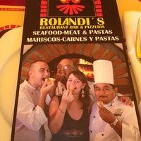 Foto tirada no(a) Rolandi's por Tess em 3/15/2012