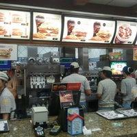 Foto tirada no(a) McDonald's por Marcio Q. em 3/11/2012