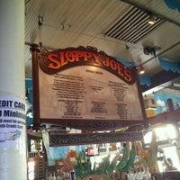 Foto diambil di Sloppy Joe's Bar oleh D.J. N. pada 10/31/2011