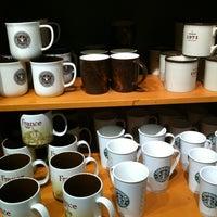 Photo prise au Starbucks Coffee par Amandine C. le10/28/2011
