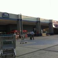 Foto diambil di Tienda UNAM oleh Luzbel M. pada 3/22/2011