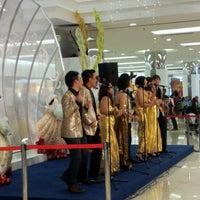 รูปภาพถ่ายที่ 1 Utama Shopping Centre (Old Wing) โดย Kasey C. เมื่อ 12/23/2011