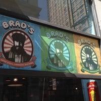รูปภาพถ่ายที่ Brad's NYU โดย Craig D. เมื่อ 3/13/2012