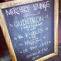 Photo prise au Mercury Lounge par Lana W. le4/29/2012