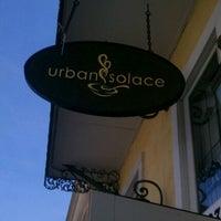 Photo prise au Urban Solace par TJ le4/28/2012