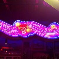 Foto tirada no(a) Red Robin Gourmet Burgers and Brews por kitsVA em 10/8/2011