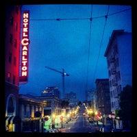 Photo prise au Hotel Carlton par Neil A. le5/27/2012