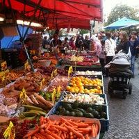 Photo prise au Wochenmarkt am Maybachufer par Hartmann le8/17/2012