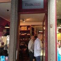 Das Foto wurde bei Piola Libri von Julien am 7/3/2012 aufgenommen