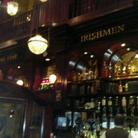 Das Foto wurde bei Nine Fine Irishmen von Eric P. am 11/9/2011 aufgenommen