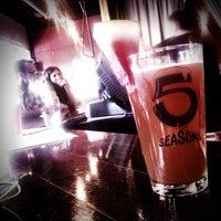 Foto tomada en 5 Seasons Brewing por Joe W. el 7/22/2011