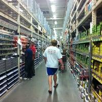 รูปภาพถ่ายที่ The Home Depot โดย Bryce เมื่อ 8/8/2012