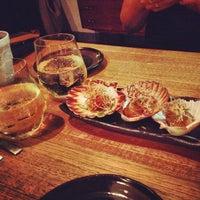 Foto diambil di Kumo Izakaya & Sake Bar oleh Liisa V. pada 3/15/2012