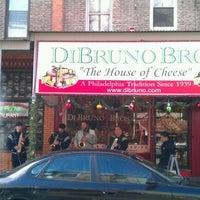 Снимок сделан в Di Bruno Bros. пользователем winston y. 12/24/2011