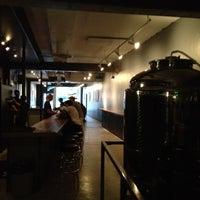 รูปภาพถ่ายที่ TRVE Brewing Co. โดย Michael N. เมื่อ 7/8/2012