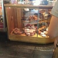 Das Foto wurde bei Top Pot Doughnuts von Michel C. am 6/12/2012 aufgenommen