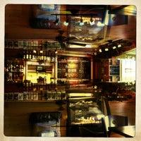 Foto scattata a Land of a Thousand Hills Coffee da Mike W. il 7/5/2012