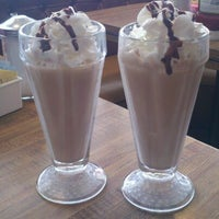 Foto scattata a Harry's Coffee Shop da Trina C. il 8/24/2012