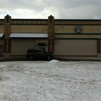 Foto scattata a Starbucks da Ashley S. il 1/12/2011