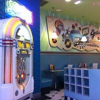 Foto tirada no(a) Yesterday American Diner por Maria del Mar D. em 9/29/2011