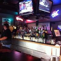 รูปภาพถ่ายที่ Grumpy's Bar & Grill โดย Julie W. เมื่อ 8/23/2011