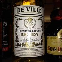 Foto scattata a Crush Wine & Spirits da Vicky with a Y il 12/23/2011