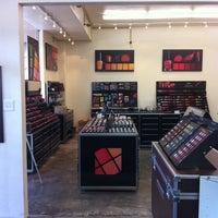 3/1/2012 tarihinde Nalani B.ziyaretçi tarafından Nigel's Beauty Emporium'de çekilen fotoğraf