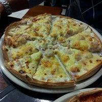 Foto tomada en Pizzeria El Ventanal por Adharo G. el 1/23/2012